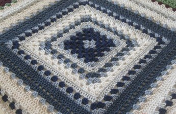 Giant granny square free crochet pattern