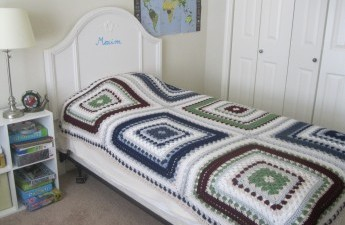 Giant granny square bedcover free pattern